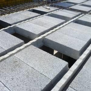 Do budowy stropu Teriva można wykorzystać pustaki termoakustyczne z keramzytu (fot. Keramzyt Dom)