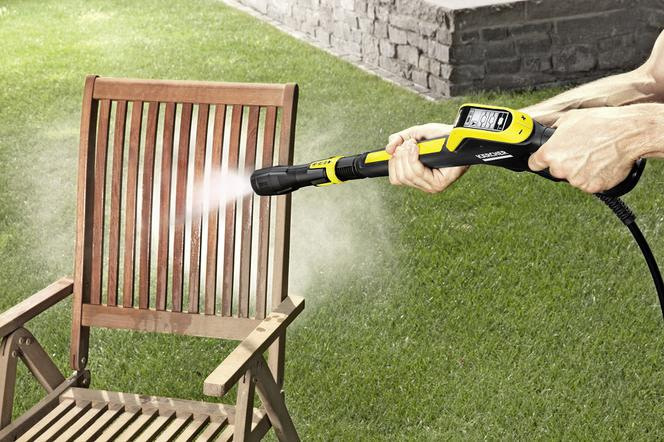 Myjka ciśnieniowa to bardzo pomocne urządzenie w wielu pracach porządkowych w domu i ogrodzie.